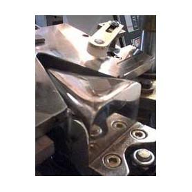 Formowarka przyszew pneumatyczno - hydraliczna